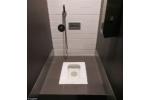 Interior Elegan Pada Kamar Mandi Sederhana WC Jongkok
