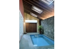 Rumah Minimalis dengan Kolam Renang Kecil Indoor